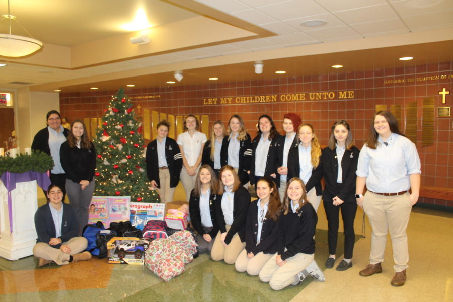 DCC+Rotary+Interact+Club+Purchases+Gifts+for+Kids+in+Need