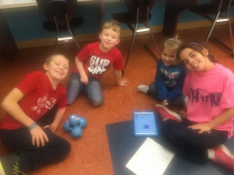 Third Grade Helps Preschool Learn How Use Dash Robots at DCC