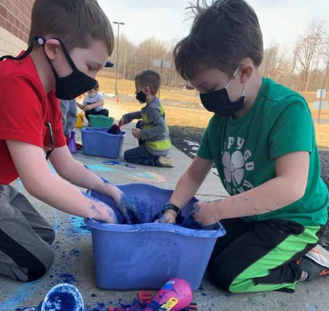 """DCC Preschool Students """"Dig"""" Into Learning"""