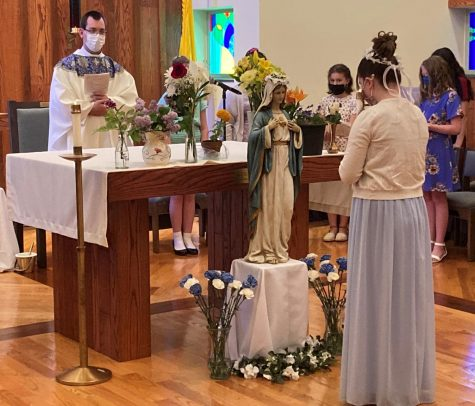 DCC May Crowning Honors Mary