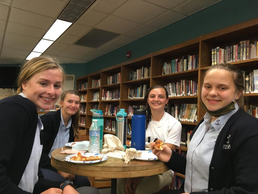 DCC Welcomes New Students with Pizza Lunch